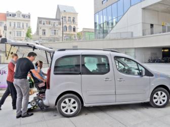 foto rolstoeltoegankelijke deelauto van Cambio
